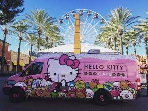 hello_kitty_cafe_truck__exterior_1080